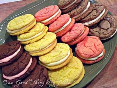 Driller Dining: Cake Box Sandwich Cookies